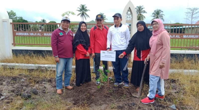 Program Penghijauan di Lingkungan Kampus IAIN Palangka Raya